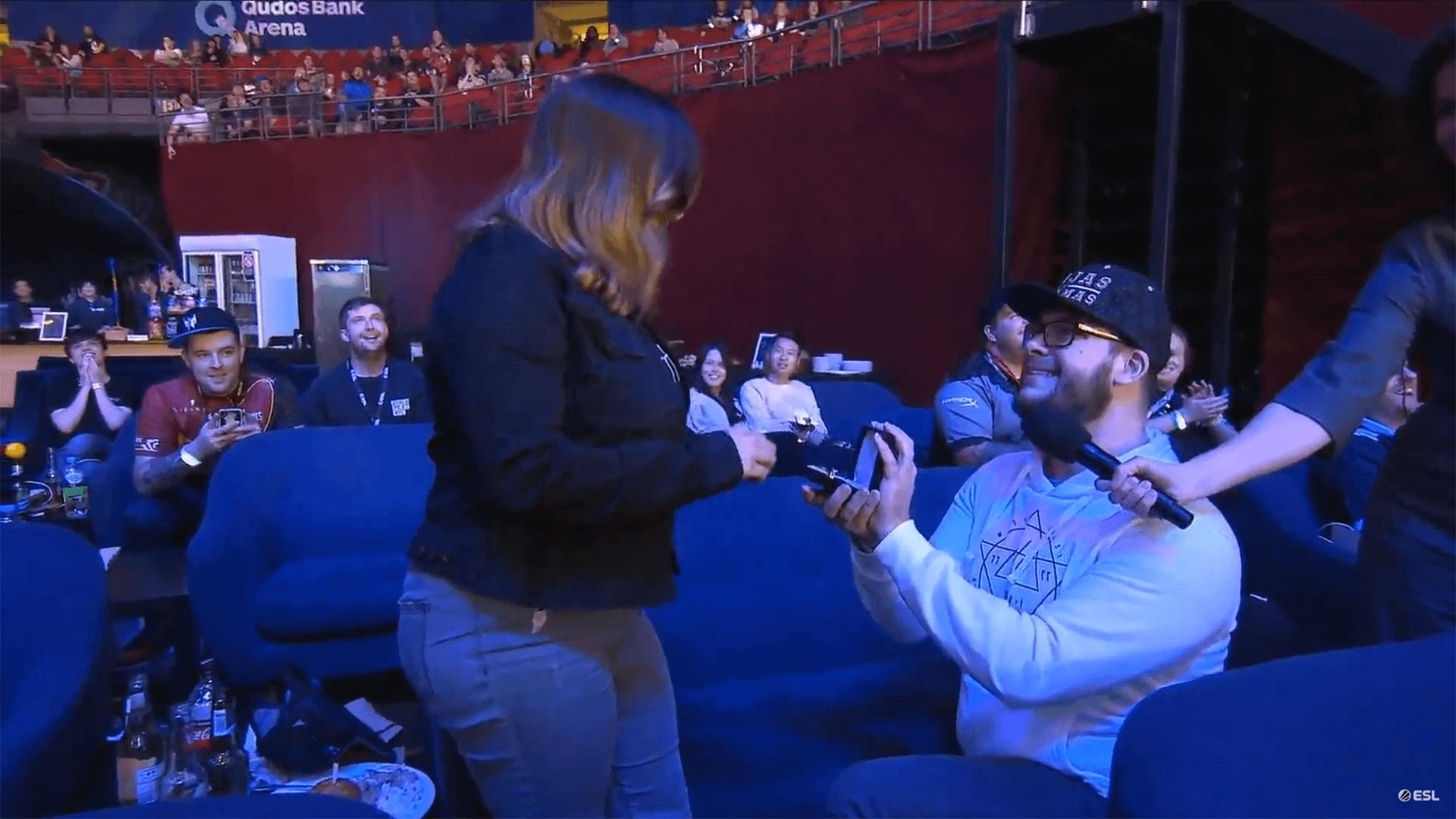 Homem pede mulher em casamento na Intel Extreme Masters Sydney