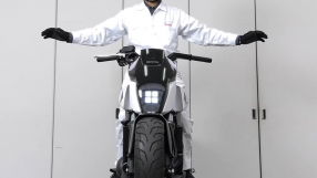 Honda apresenta moto que se equilibra e anda sozinha