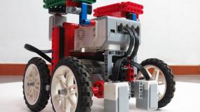 """Alunos de Curitiba estão desenvolvendo um """"robô do bem"""""""