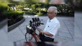 Idoso do Taiwan tem 11 celulares para jogar Pokémon Go