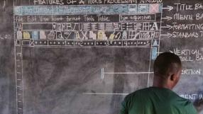 Microsoft doará computador para professor ganês que ensina programação