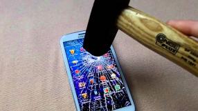 Escola chinesa quebra smartphones dos alunos na sala de aula