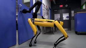 Robôs da Boston Dynamics abrem a abrir portas