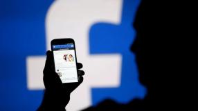 """Mark Zuckerberg desmente mito que o Facebook """"te espiona"""" pelo celular"""