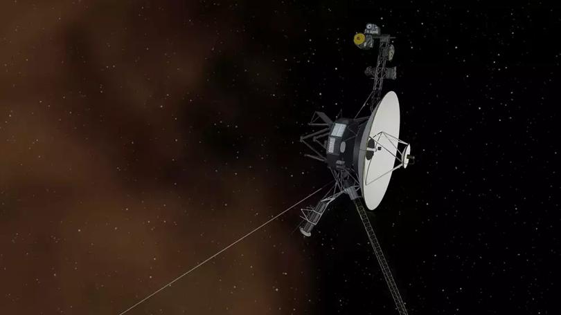 Voyager 1 usa propulsores reservas depois de 37 anos