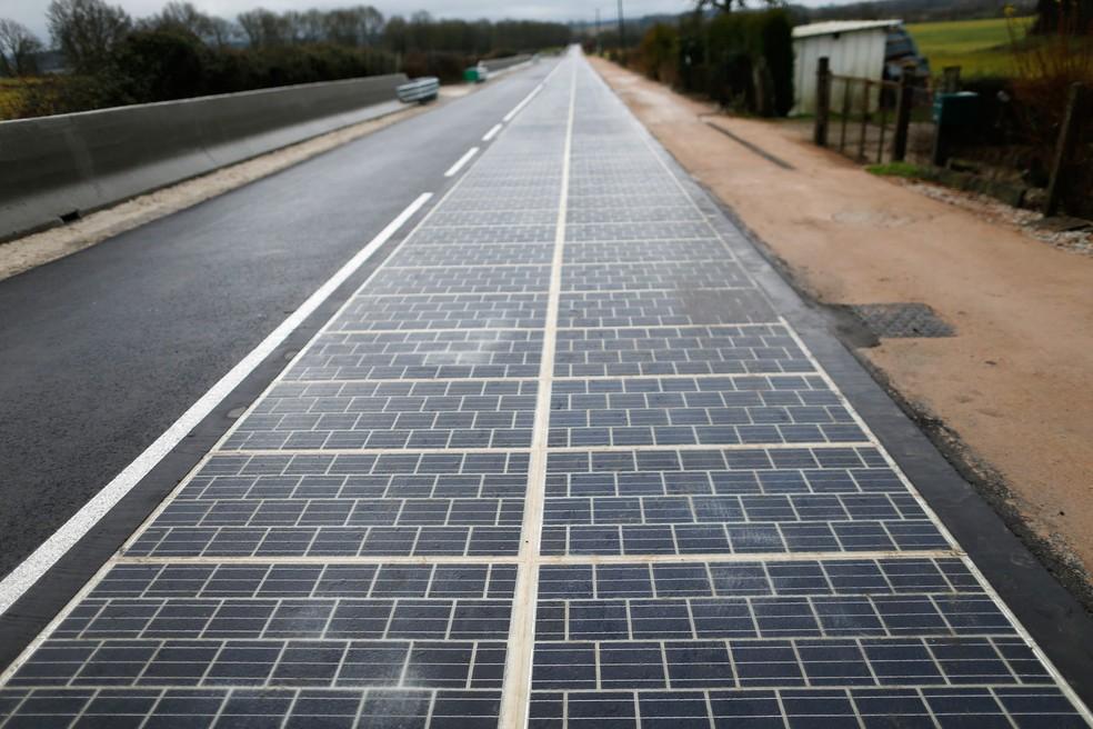 França inaugura primeira rodovia com painés solares